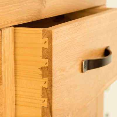 Dovetail joint on The Abbey Waxed Oak Bedroom Chest of Drawers