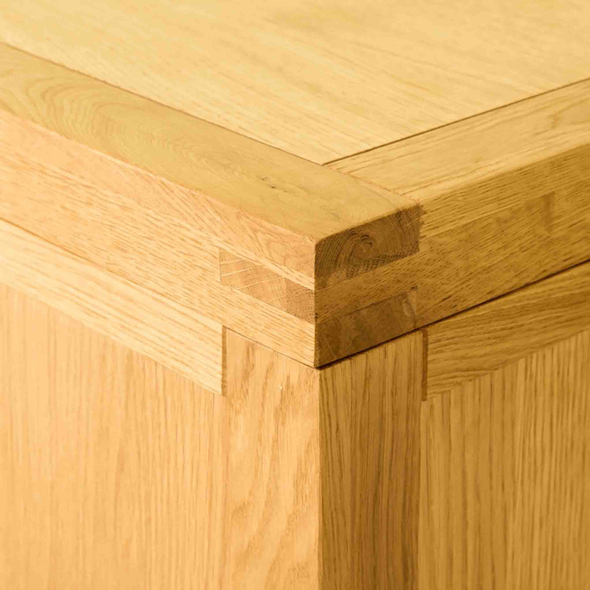 Top corner of The Abbey Waxed Oak Ottoman Blanket Box