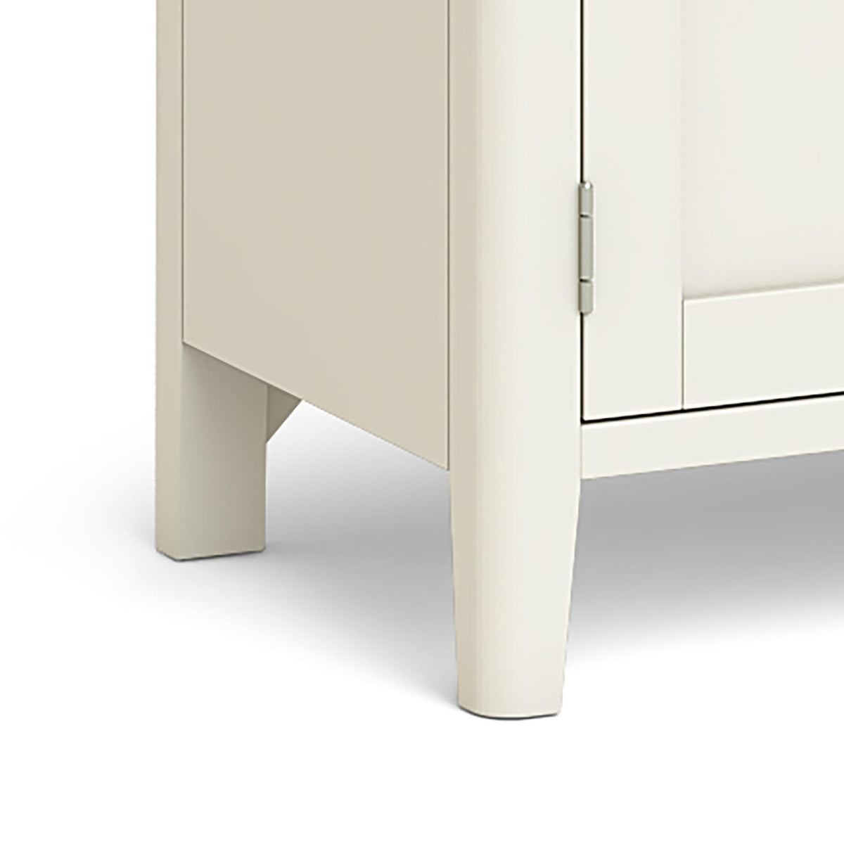 The Windsor Cream Small 90cm Oak Top TV Stand - Close Up of Feet