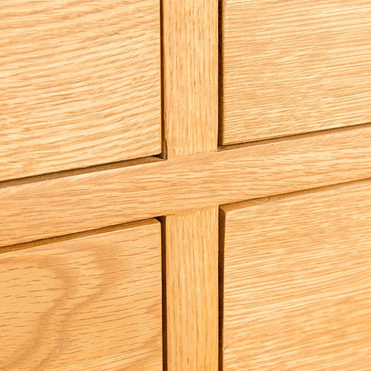 Drawer detail - Surrey Oak Large Chest Of Drawers