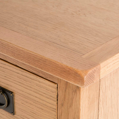 Surrey Oak 5 drawer tallboy chest of 5 drawers - Close up of oak top
