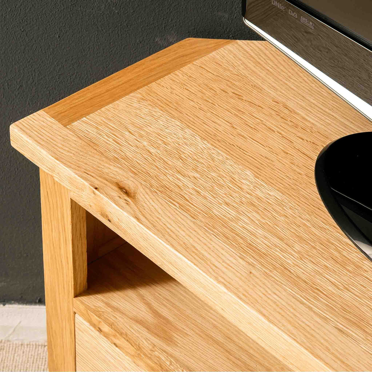 Close up of the top surface of the London Oak Corner TV Stand