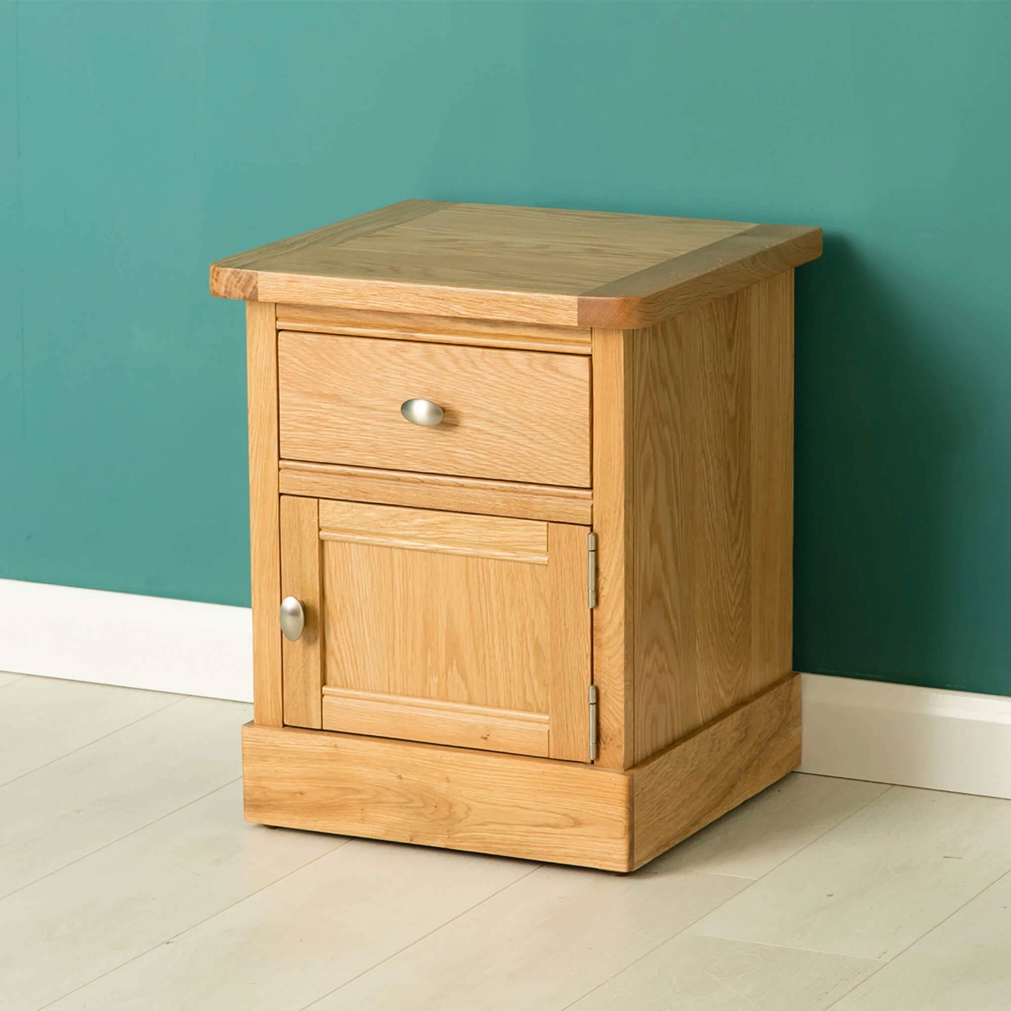 Hampshire Oak Lamp Table by Roseland Furniture