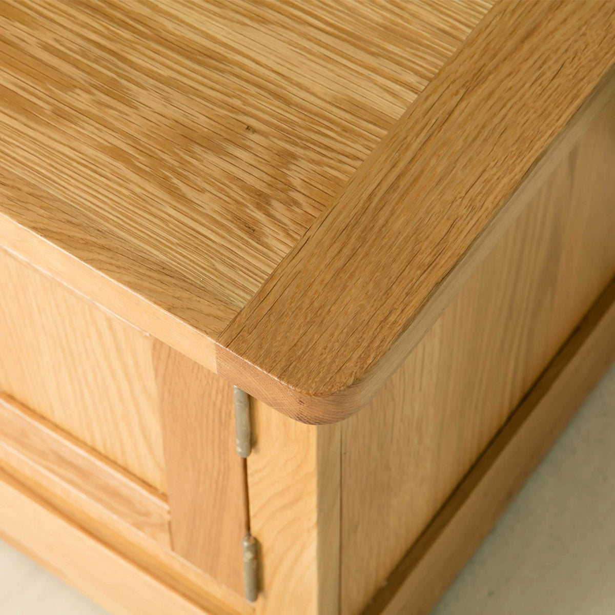 Hampshire Oak 120 cm TV Stand top corner view