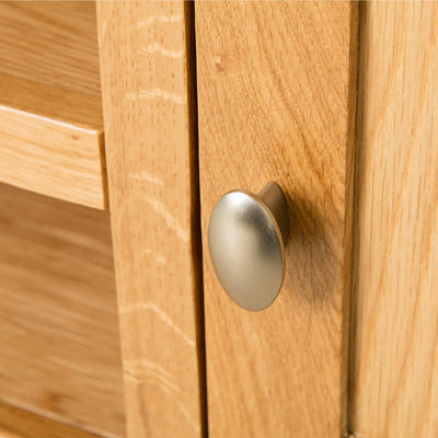 Hampshire Oak 120 cm TV Stand cupboard door knob