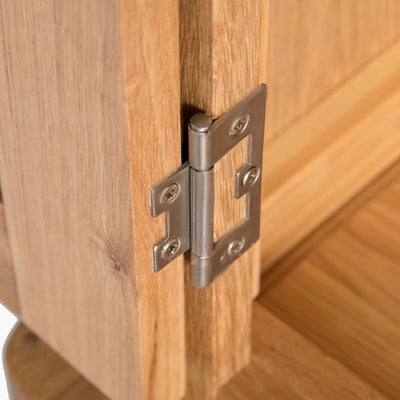 Hampshire Oak Triple Wardrobe with Drawers - Close up of wardrobe door hinge