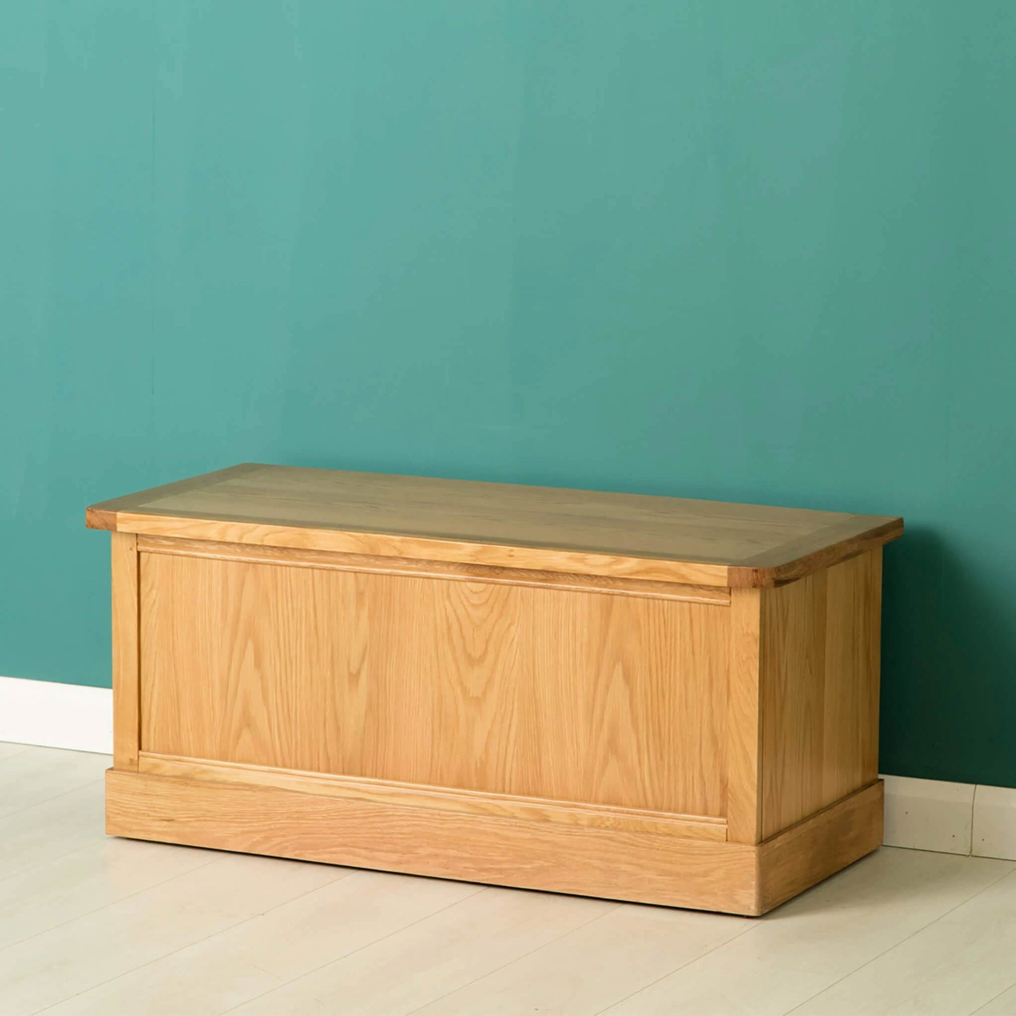 Hampshire Oak Blanket Box Trunk by Roseland Furniture
