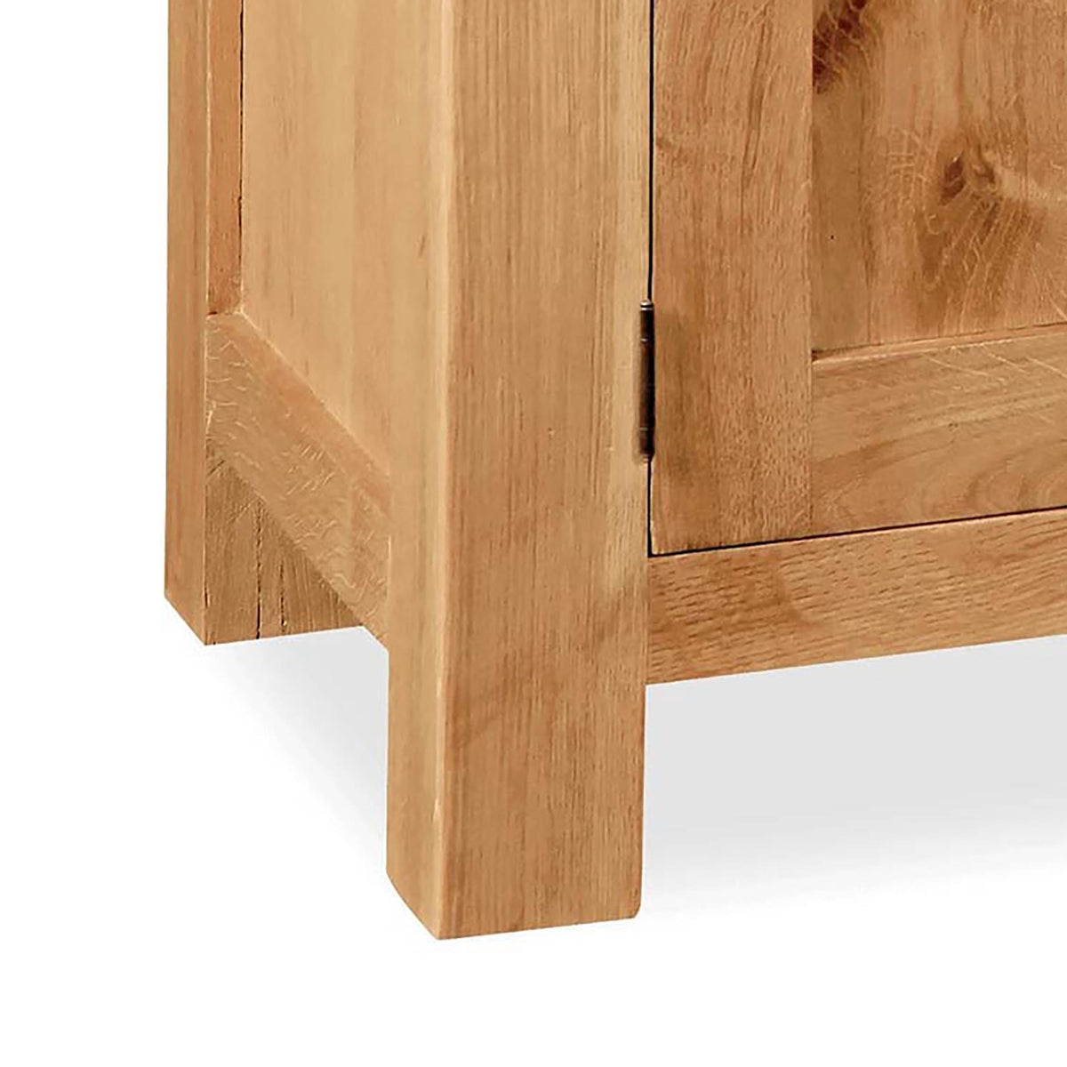 Sidmouth Oak 120cm TV Stand - Close Up of Legs