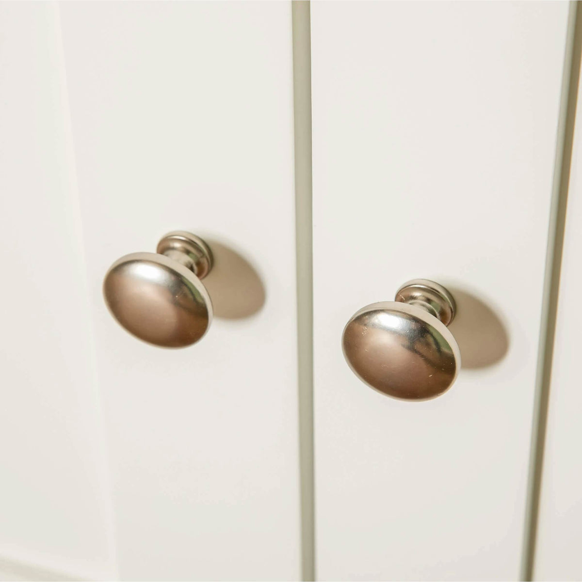 Farrow White Small Sideboard Unit cupboard door knobs