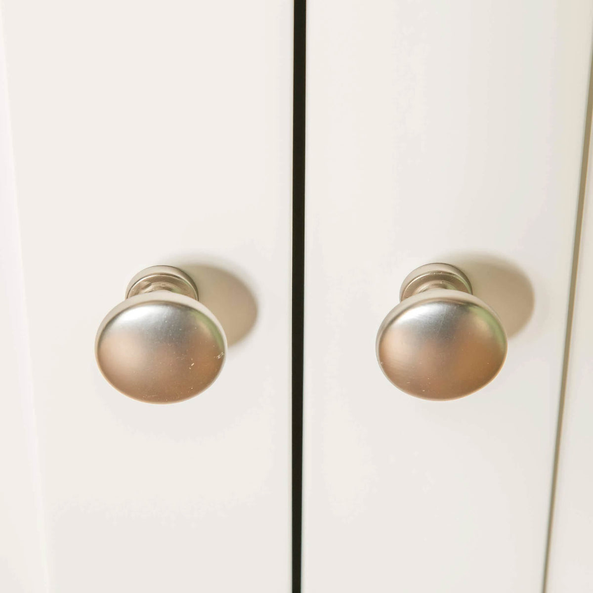 Farrow White Double Wardrobe door knobs