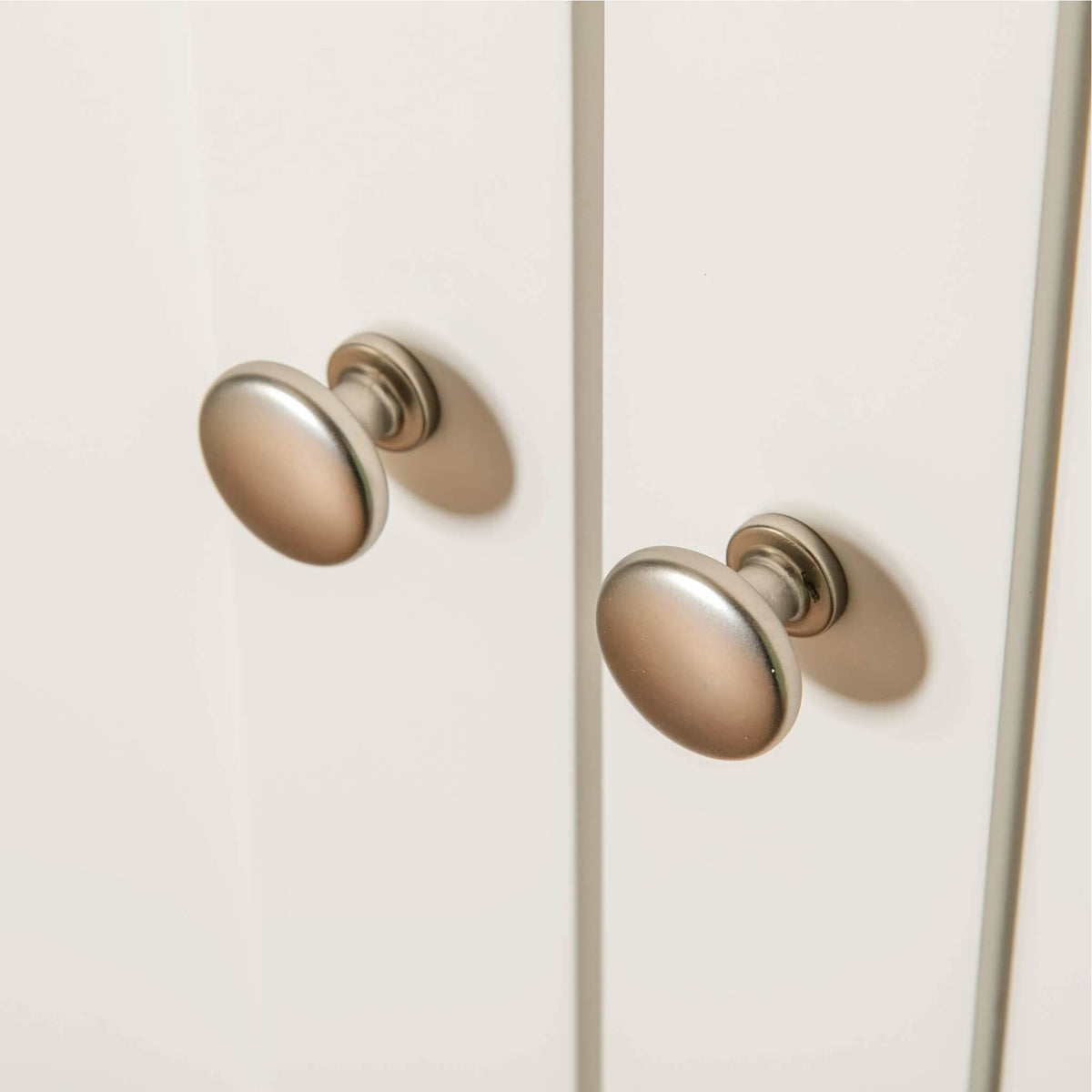 Farrow White Triple Wardrobe door knobs