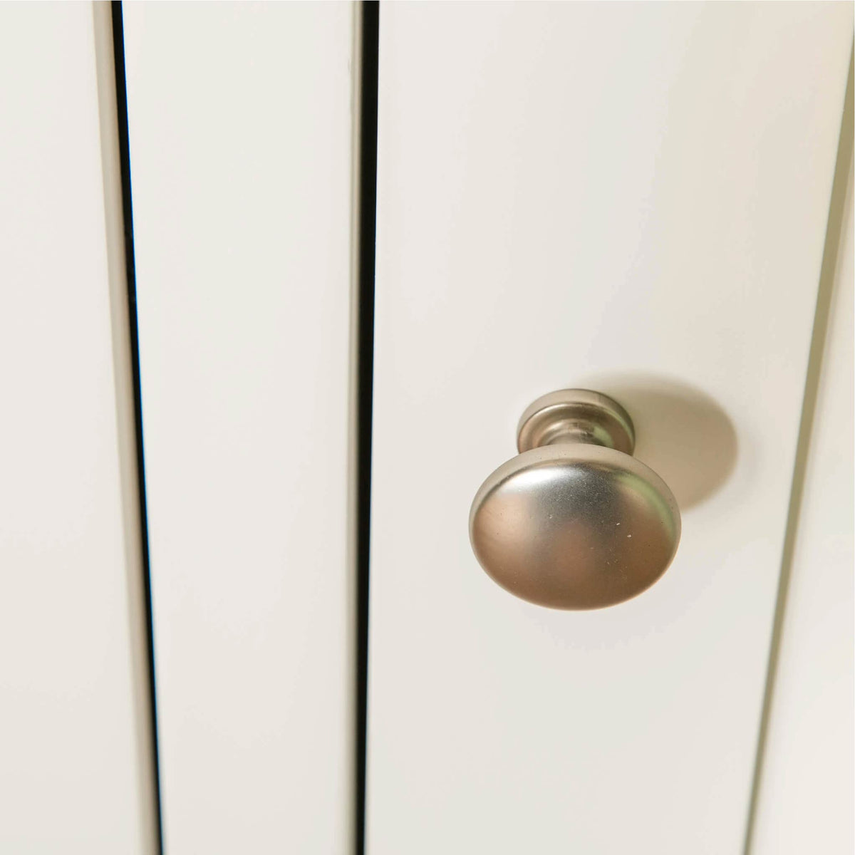 Farrow White Triple Wardrobe close up of door knob