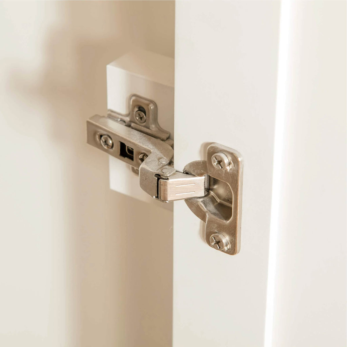 Farrow White Triple Wardrobe door hinge view