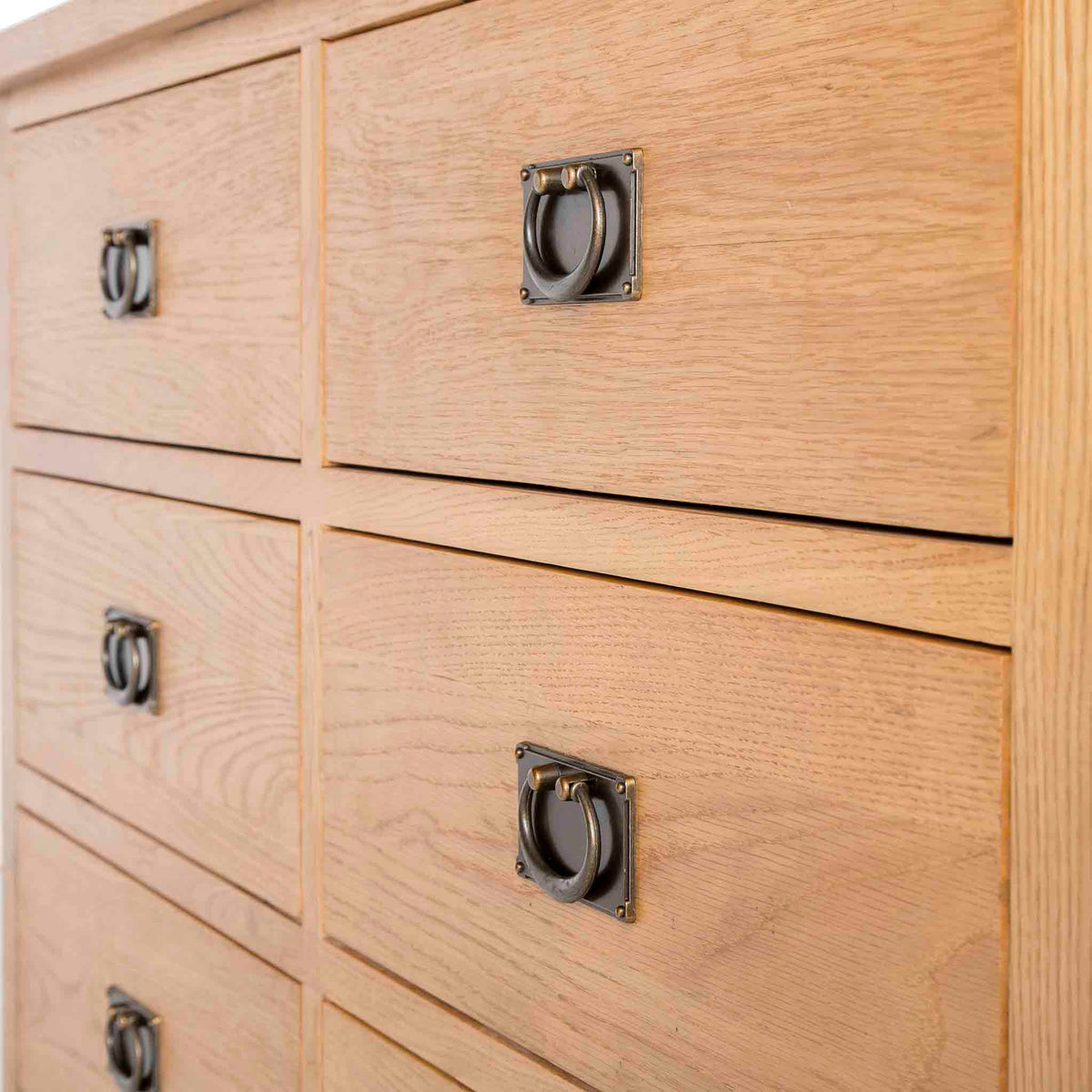 Surrey Oak Large Chest Of Drawers - Close up of drawer fronts from side view