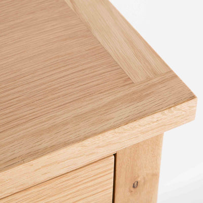 close up of the oak top on the London Oak 2 over 3 Chest of Drawers