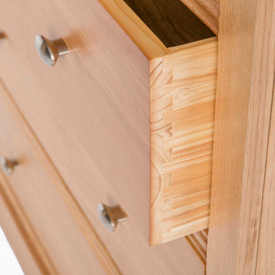 Hampshire Oak 2 over 3 Drawer Chest of Drawers - Close up of dovetail joints on drawer