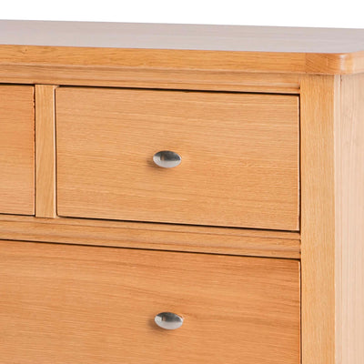 Hampshire Oak 2 over 3 Drawer Chest of Drawers - Close up of smaller drawer front and knob