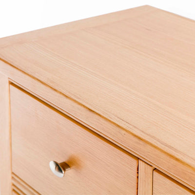 Hampshire Oak 2 over 3 Drawer Chest of Drawers - Close up of top of chest of drawers