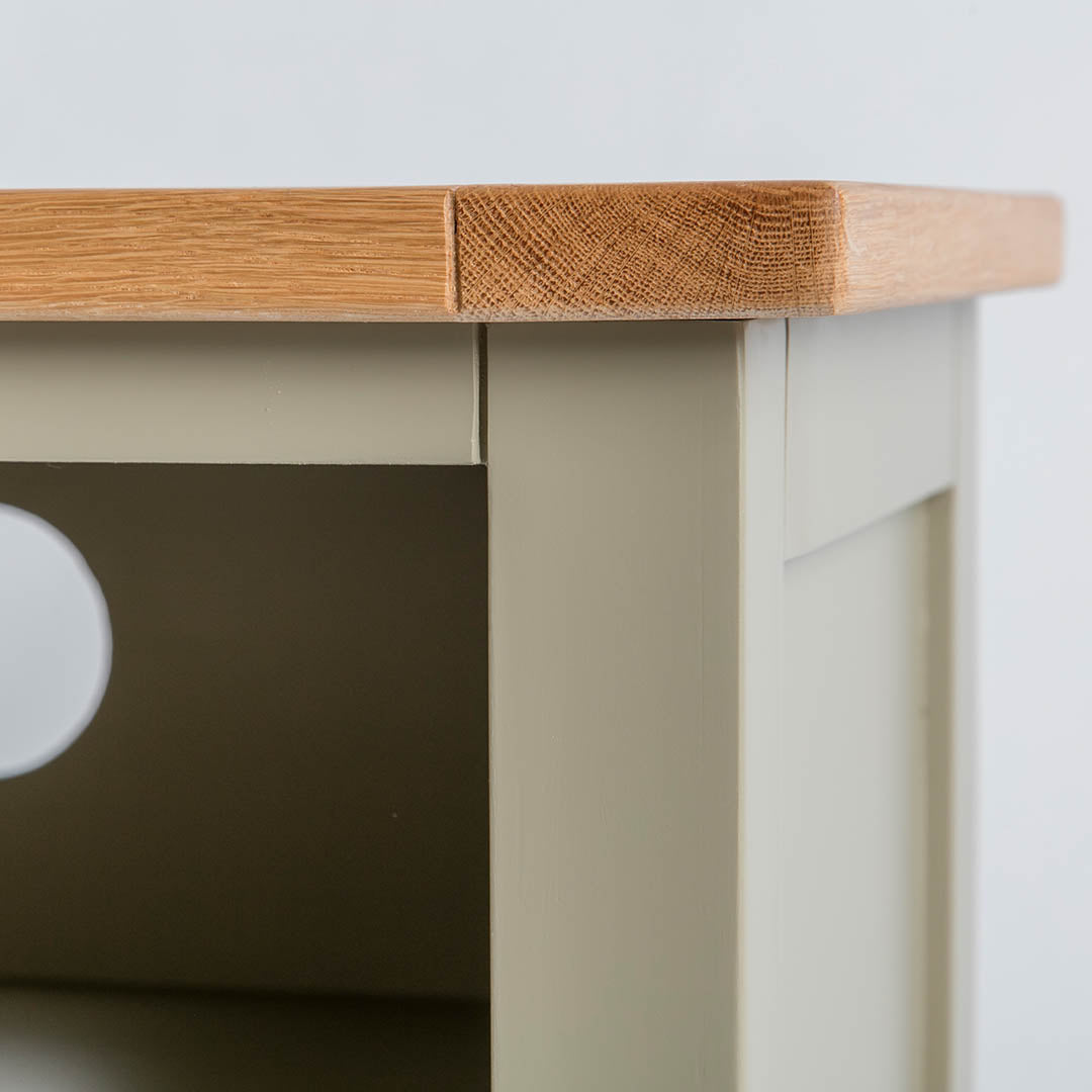 Close up of the oak top edge on the Chichester Ledum Green Small TV Stand