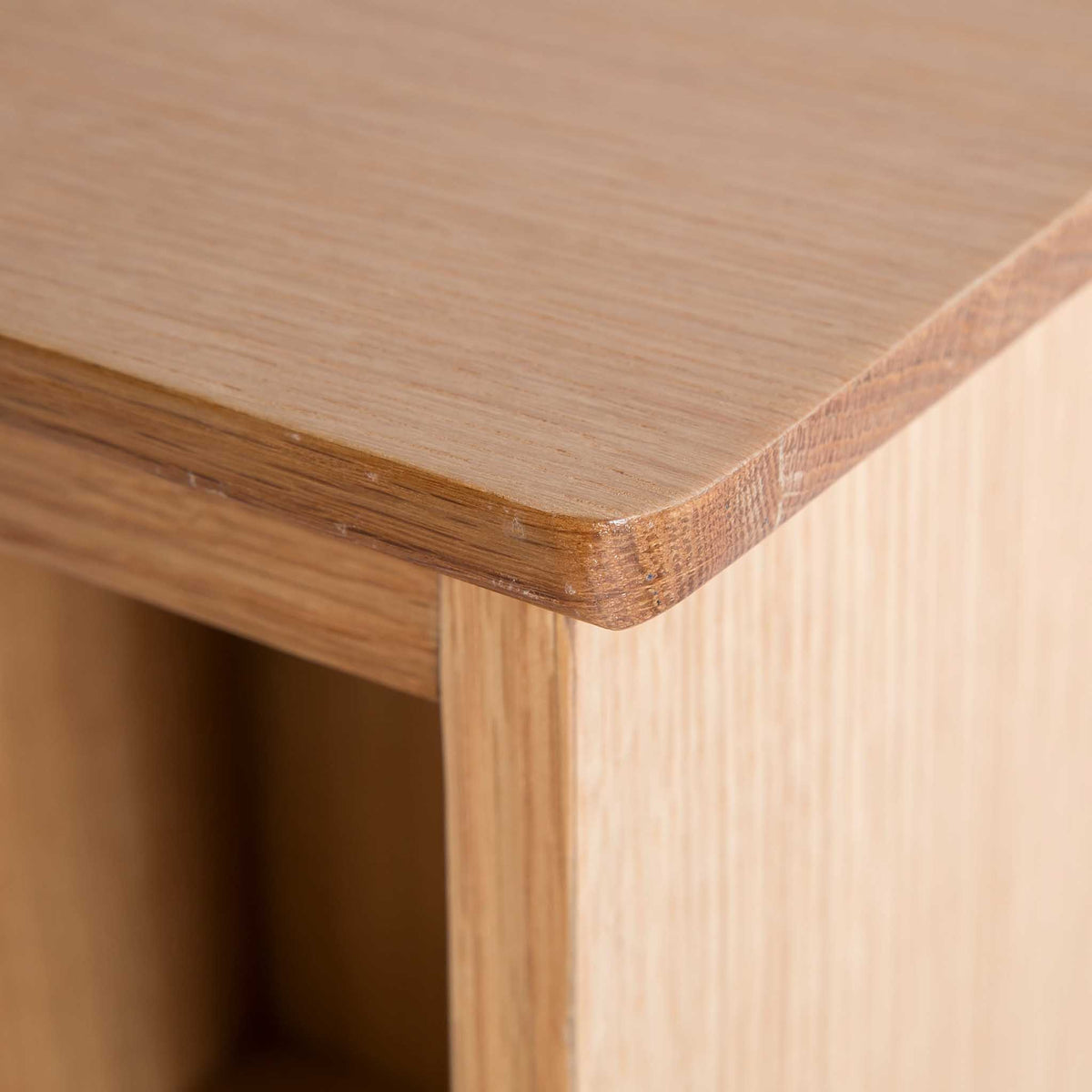 close up of the oak top edge on the Light Oak Single DVD Tower