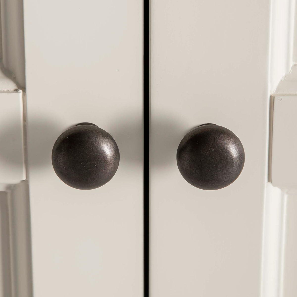 Hove Ivory Double Wardrobe with Drawers - Close up of wardrobe door handles
