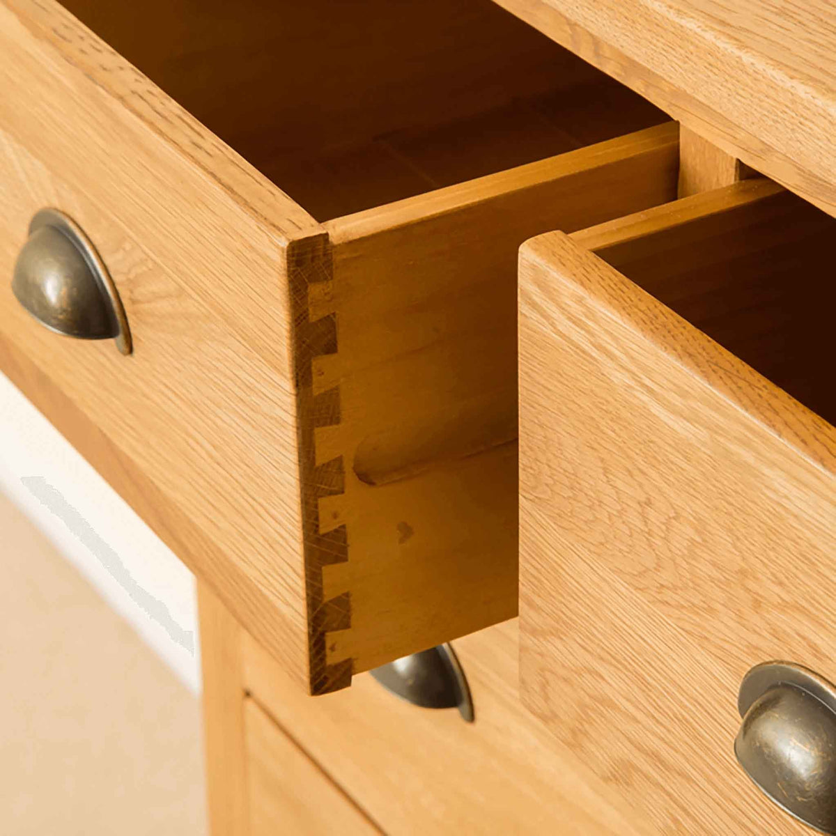 Drawer with dovetail joint on Roseland Oak 2 Over 4 Drawer Chest