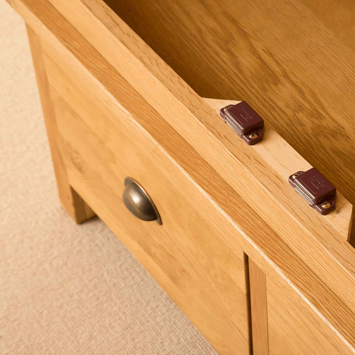 Closing latches of Roseland Oak Double Wardrobe & Drawers