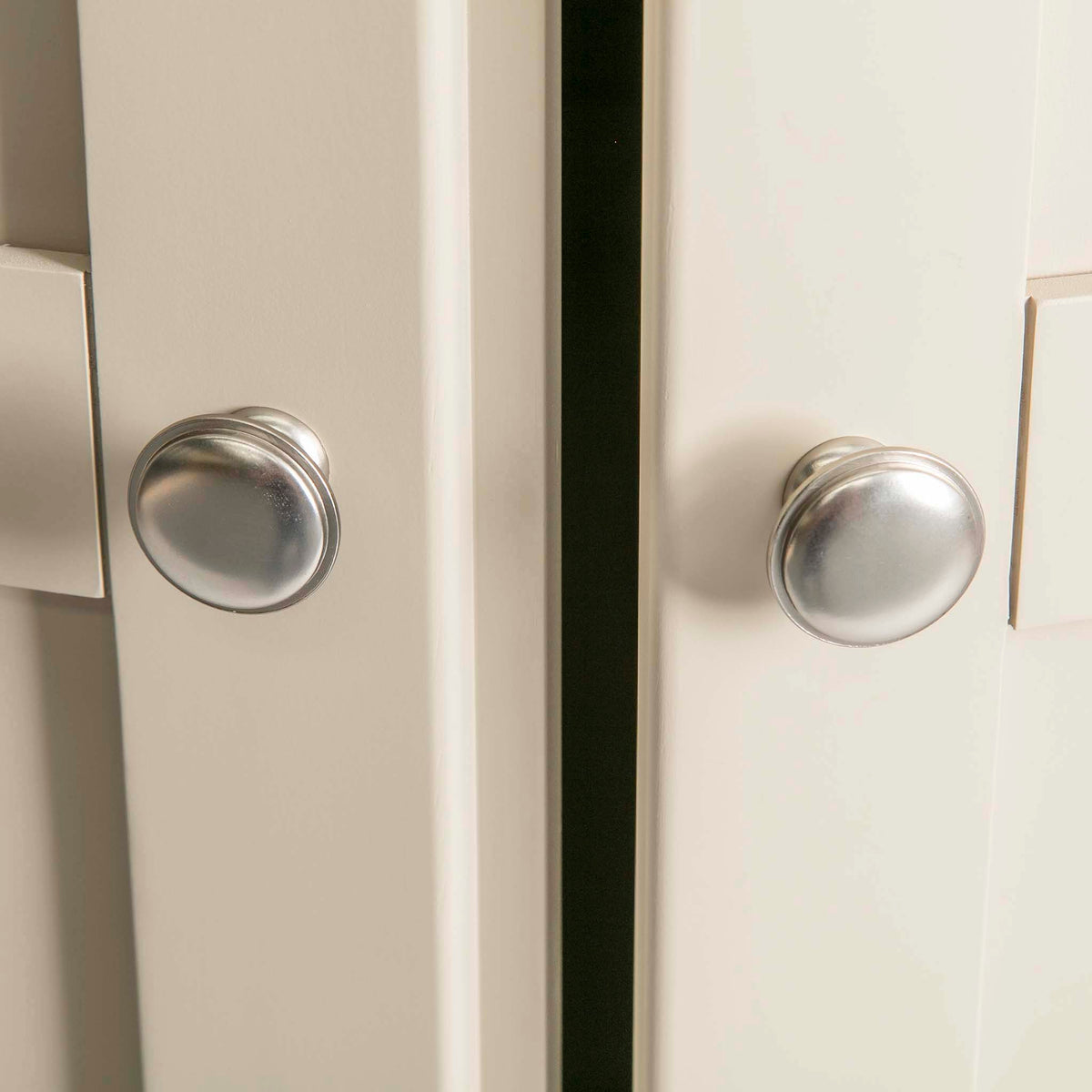 Padstow Cream Large Kitchen Larder Unit - Close up of  Door Handles
