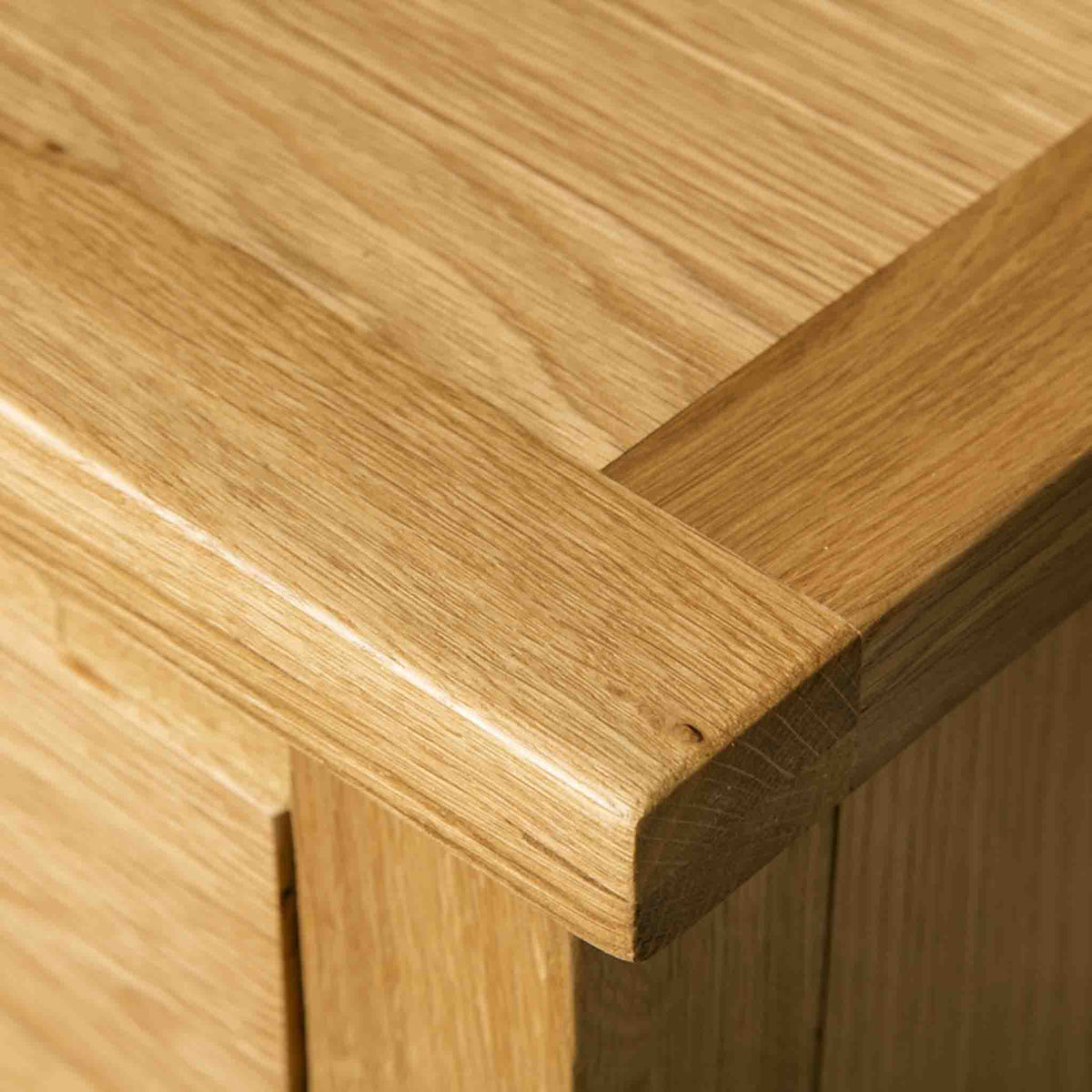 Close up of the natural oak on a London Oak Large Smart TV Stand.