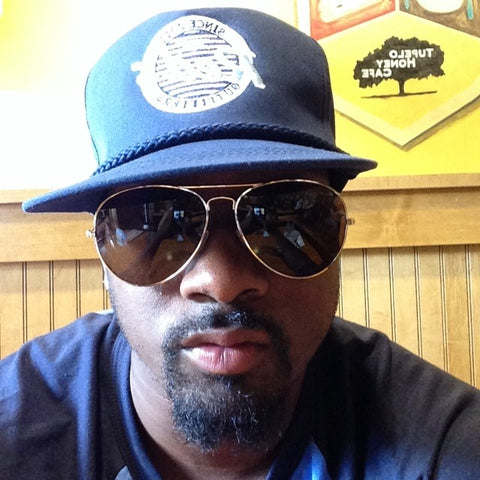 Tavarres King New York Giants wearing Red's aviators and signature hat