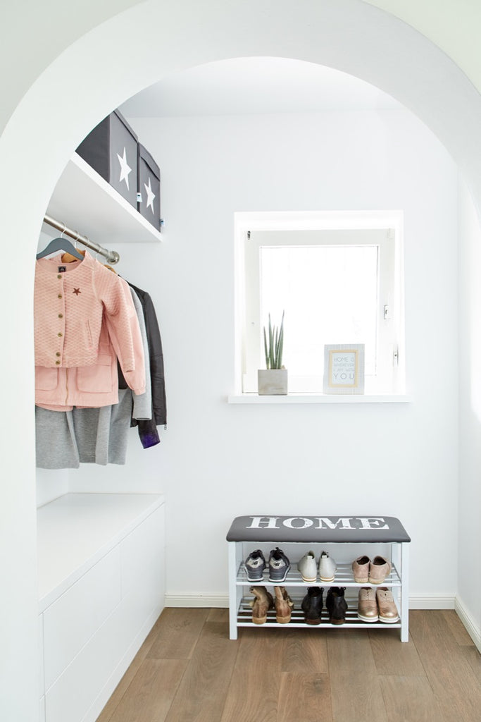 "Shoe Rack With Cushion ""Home"""
