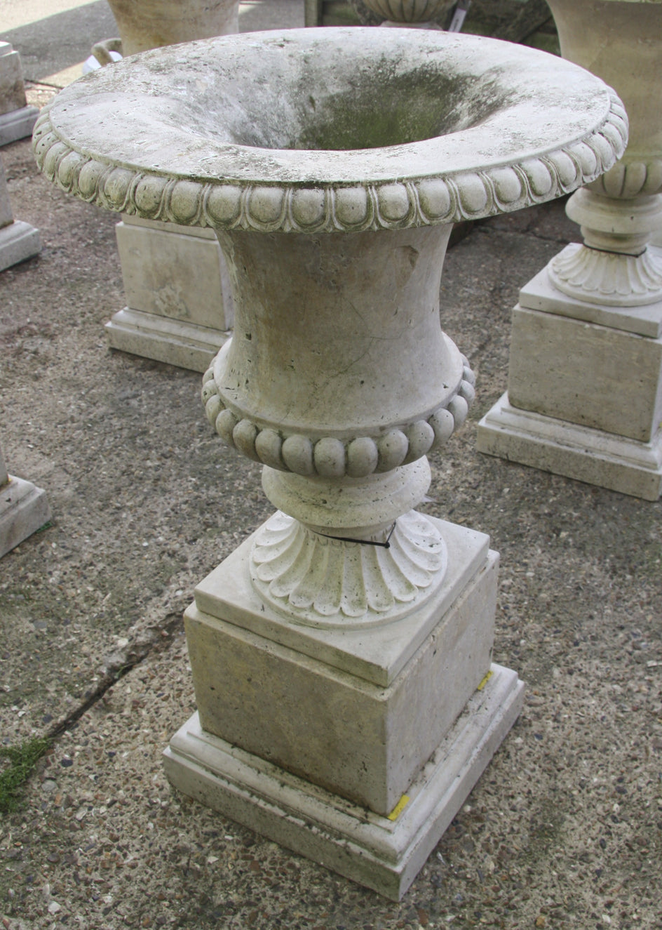 Campana urn & pedestal / travertine  005 - 1142 mm (H)