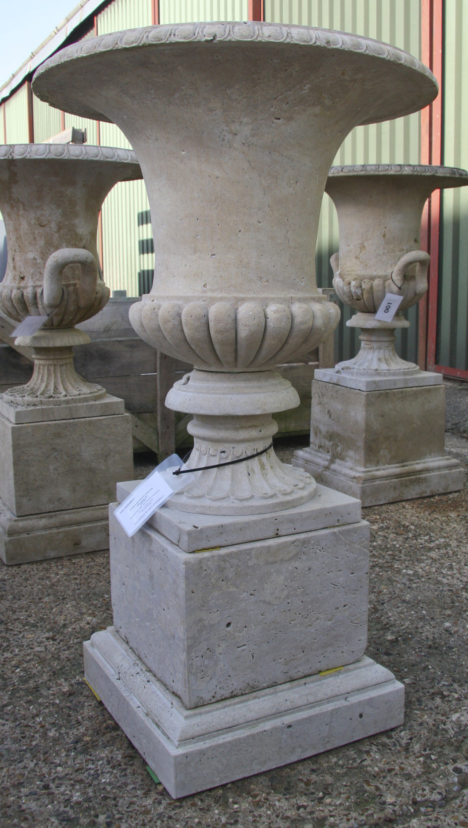 Campana urn & pedestal / travertine 009 - 1142 mm (H)