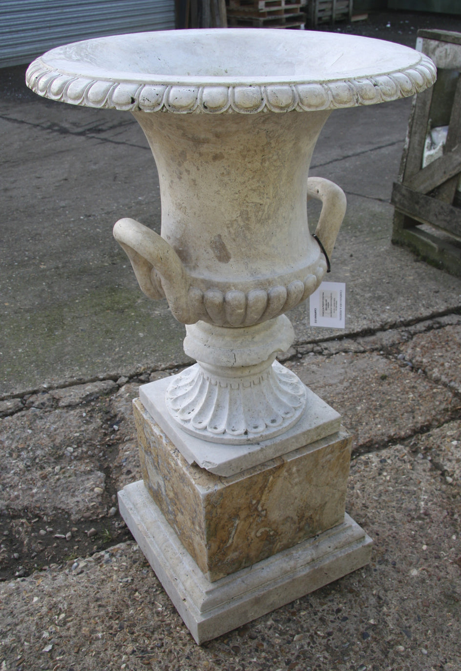 Campana urn & pedestal / travertine 013 - 1142 mm (H)