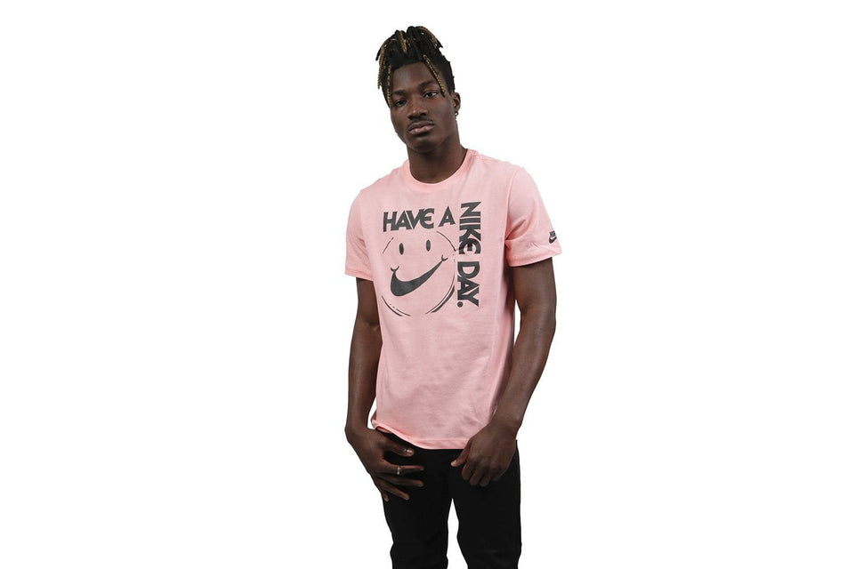 HAVE A NIKE DAY TEE - AR5037-697 MENS SOFTGOODS NIKE BLEACHED CORAL/BLACK S