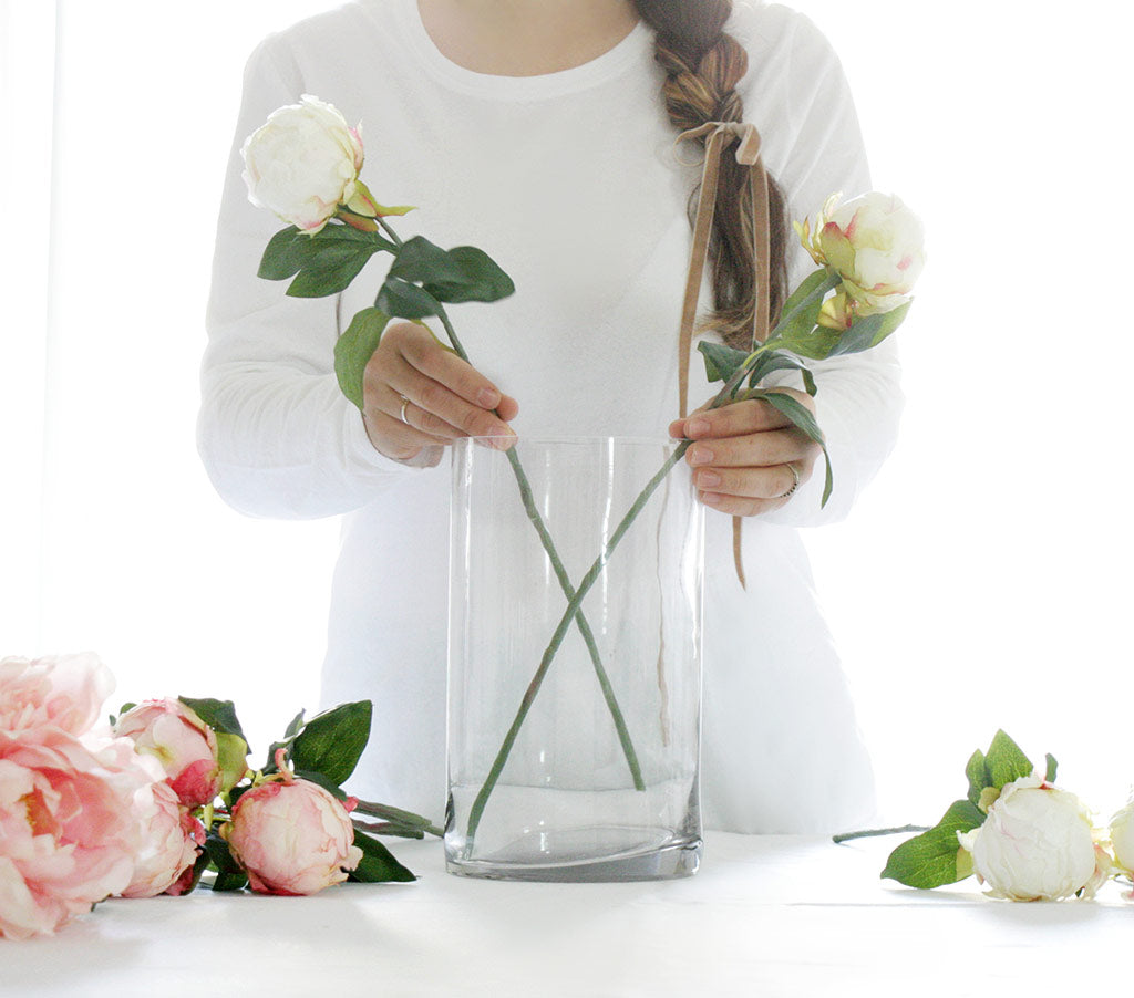Acrylic water faux flower centerpiece acrylic water arrangement 1 acrylic water kit 1 clear glass cylinder vase 1 similar sized vase for transferring arrangement 1 plastic mixing container 1 disposable plastic spoon mightylinksfo