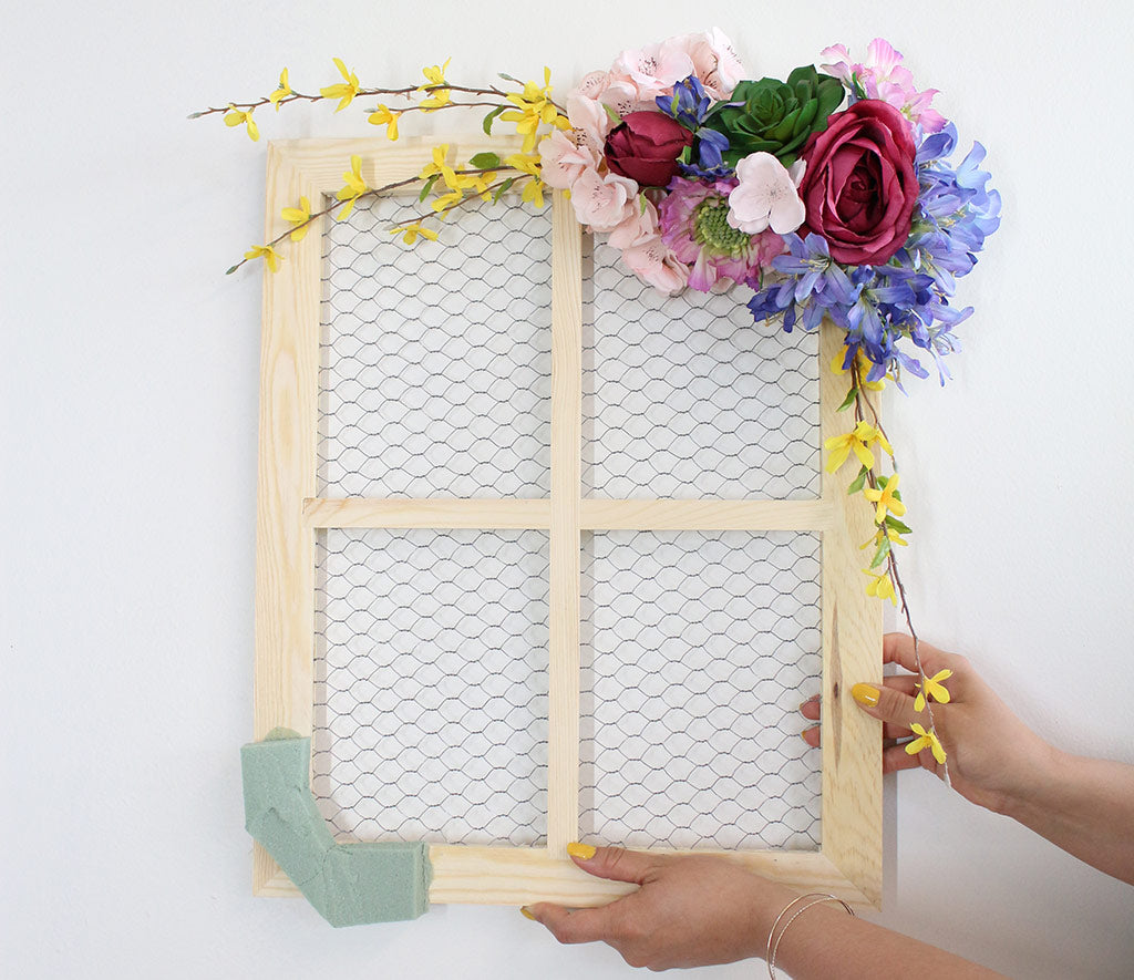 Diy Floral Frame With Escort Cards Diy Escort Card Display Diy