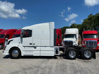 2015 Volvo VNL630  LOW MILES 470K - MINT, One owner truck