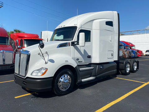 2015 KW Kenworth T680, 9 Speed, VIRGIN  TIRES, 434k Miles!!!!