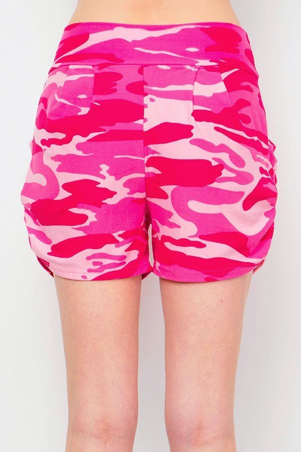 Women's Regular Pink Camo Printed Pleated Pockets Harem Shorts