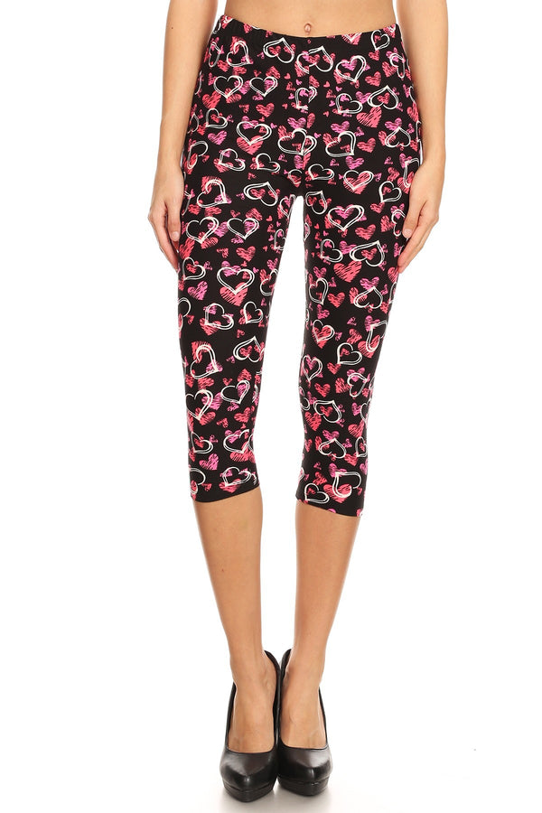 Women's Plus Outlined Hearts Printed Cropped Capri Leggings