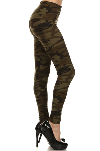 Women's Plus Dark Camouflage Pattern Printed Leggings - Olive Green
