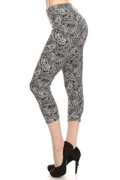 Women's Regular B&W Paisley Pattern Print Capri Leggings - Black White