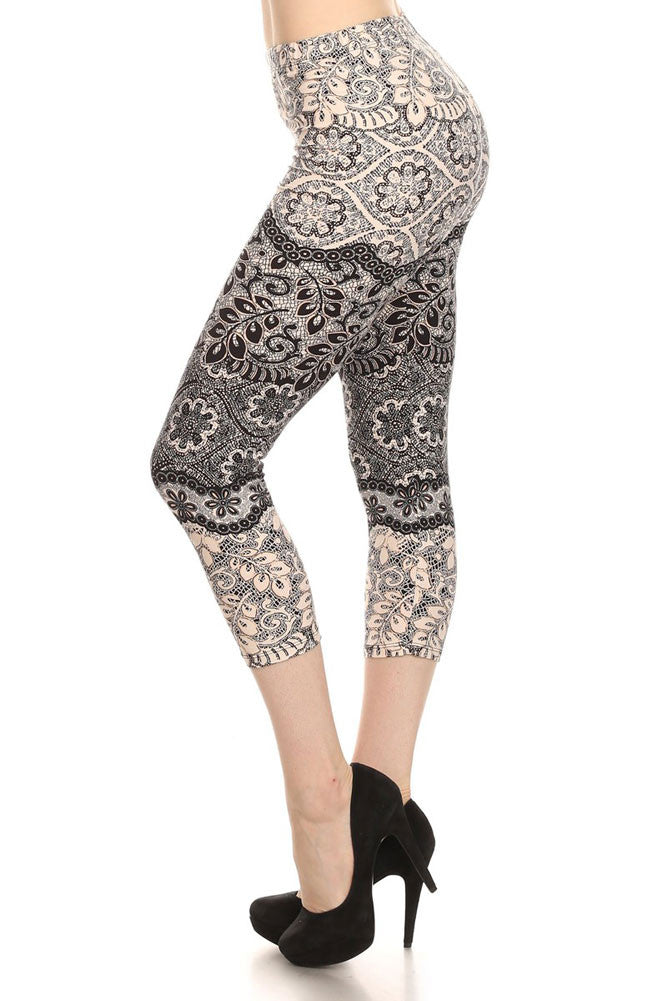 Women's Regular Light & Dark Contrast Floral Print Capri Leggings - White Black