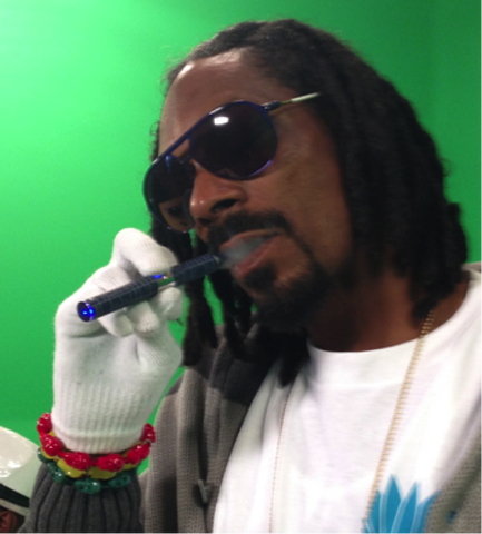 Celebrities Who Vape Openly - The Oozelife Blog - Ooze Vaping Vaporizer Pen Snoop Dogg Lion