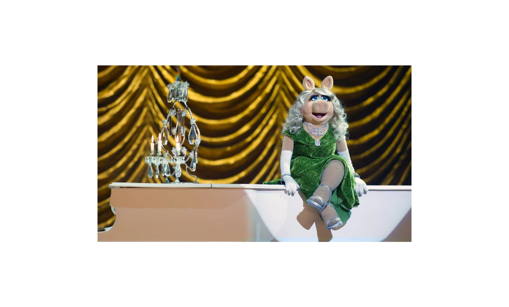 The Muppets Most Wanted Exclusive 19 Inch Plush Figure Miss Piggy [Green Dress]