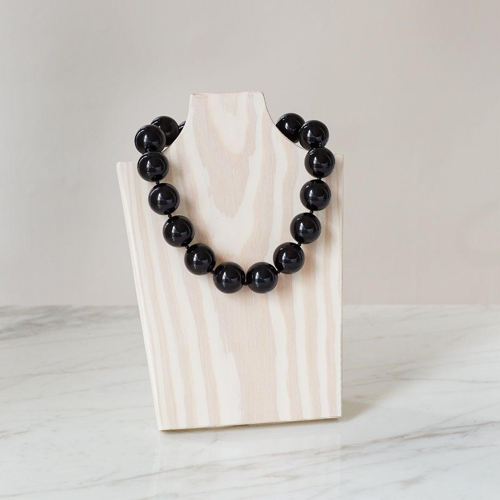 Oversized Pearl Necklace | Black