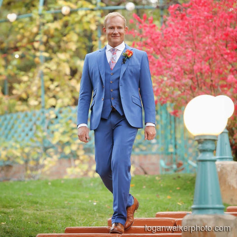 Blue Suit with brown buttons brown shoes