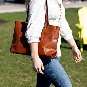 Why Every Fashionista Needs At Least One Leather Tote Bag