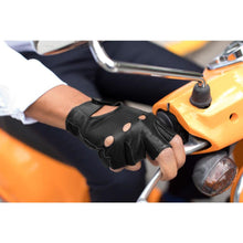 Load image into Gallery viewer, Floto men's black leather fingerless driving gloves